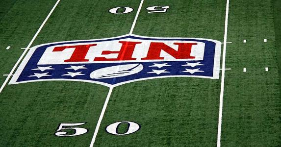 The 50-yard line of Cowboys' Stadium in Arlington, Texas © Ken Durden/Shutterstock.com