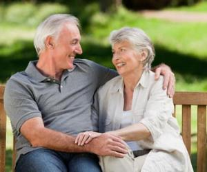 Retired couple on a bench in a park © wavebreakmedia/Shutterstock.com