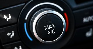 AC controls on dashboard © Alexandru Nika/Shutterstock.com