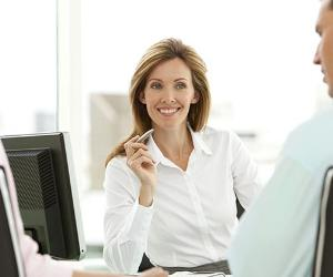 Smiling adviser meeting with couple in office © Potstock/Shutterstock.com