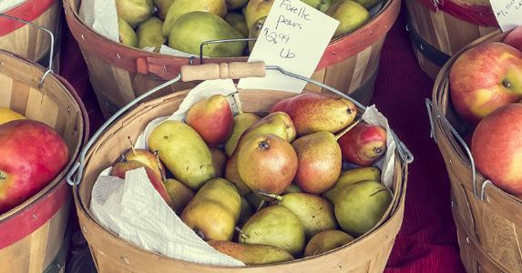 Apples and pears for sale © CrackerClips Stock Media/Shutterstock.com