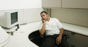 Bored office worker in empty cubicle © Blend Images/Shutterstock.com