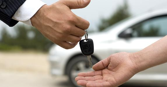 Businessman giving car key to man © Mr. Exen/Shutterstock.com