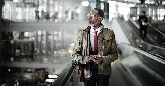 Businessman traveling | Rawpixel.com/Shutterstock.com