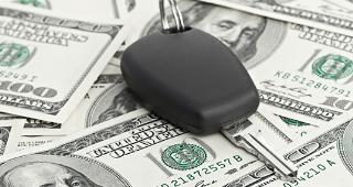 Car key on money © Nata-Lia/Shutterstock.com
