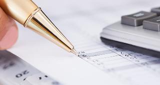 Writing budget © Andrey_Popov/Shutterstock.com