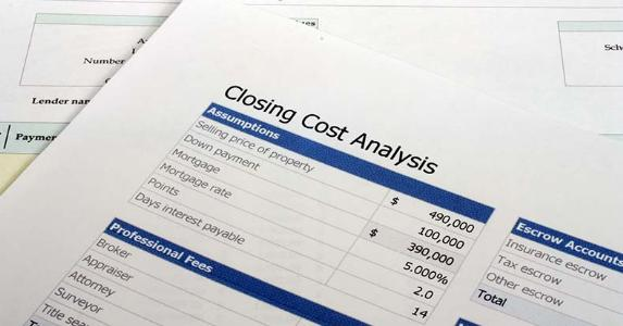 Closing cost analysis  © Ryan R Fox /Shutterstock.com