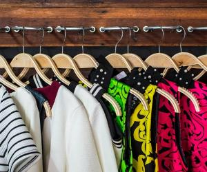 Clothes displayed on wood hangers © Watcharapol Amprasert/Shutterstock.com