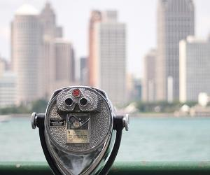 Coin-operated binoculars overlooking city |  Gordana Adamovic Mladenovic/GettyImages