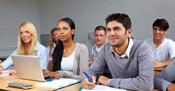 College students in a classroom © Robert Kneschke/Shutterstock.com