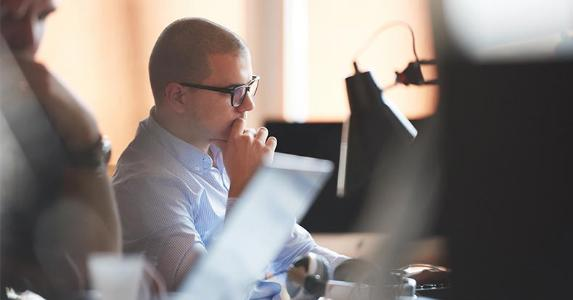 Young office worker, thinking © dotshock/Shutterstock.com