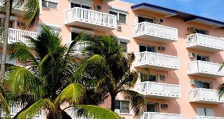 Florida condo, palm trees © Chuck Wagner/Shutterstock.com