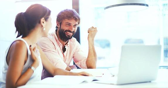 Couple laughing in an office ©GaudiLab/Shutterstock.com