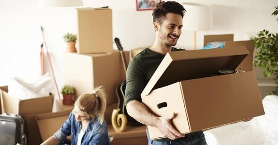 Couple unpacking moving boxes | gpointstudio/Shutterstock.com