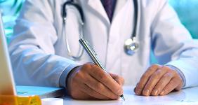 Doctor writing in office © 18percentgrey - Fotolia.com