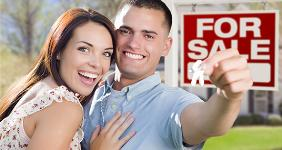 Excited couple holding keys to sold home © Andy Dean Photography/Shutterstock.com