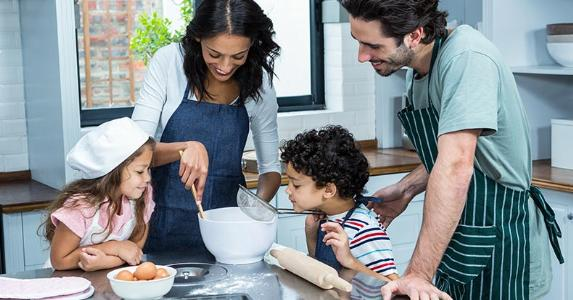 Family baking together | wavebreakmedia/Getty Images