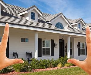 Female hands framing dream house, goal © Andy Dean - Fotolia.com