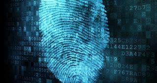 Fingerprint on digital code © Maksim Kabakou/Shutterstock.com