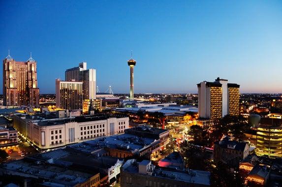 San Antonio: © Jo Ann Snover/Shutterstock.com