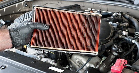 Air filter © Joe Belanger/Shutterstock.com