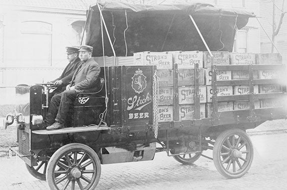 Strohs beer truck: © Bettmann/ CORBIS