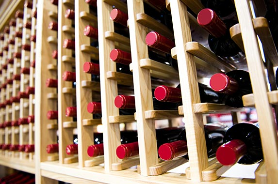 17-shelf stainless steel wine cellar © hxdbzxy/Shutterstock.com