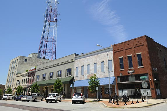 2. Decatur, Alabama © iStock