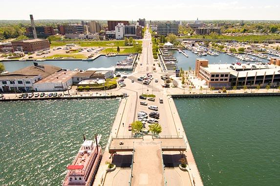 2. Erie, Pennsylvania © Zack Frank/Shutterstock.com