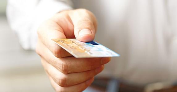 Man holding credit card © ievgen sosnytskyi/Shutterstock.com