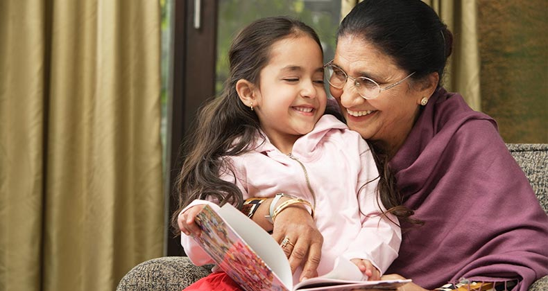 Grandmother reading to child | Asia Images Group/Shutterstock.com