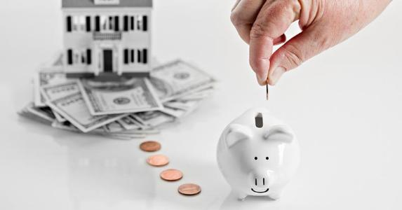 Money leading from house to piggy bank | iStock.com/DebbiSmirnoff