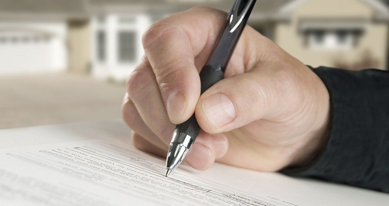 Hand signing contract © iStock