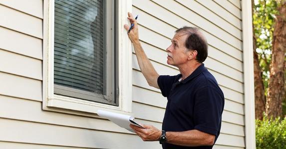 Home inspector checking windows © iStock