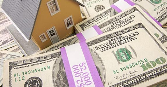 House with money © Andy Dean - Fotolia.com