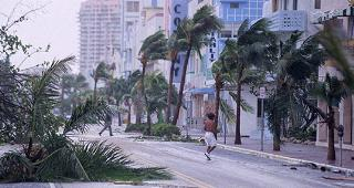 Miami Beach after Hurricane Andrew © Charles Krupa/Associated Press