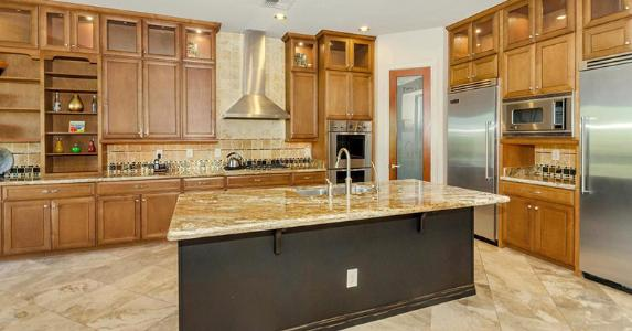 Kitchen in a Phoenix Arizona house listing | Realtor.com