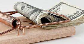 Money in mouse trap © Lisa S./Shutterstock.com