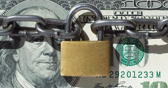 Lock around money © Lev Kropotov/Shutterstock.com
