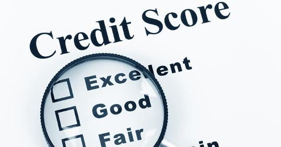 Magnifying glass on levels of credit scores © Feng Yu - Fotolia.com