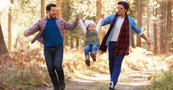 Male couple walking with young daughter © Monkey Business Images/Shutterstock.com