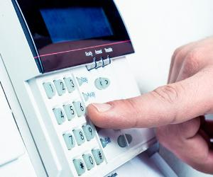 Turning on security system © iStock