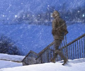 Man walking in snow storm © Belozorova Elena/Shutterstock.com