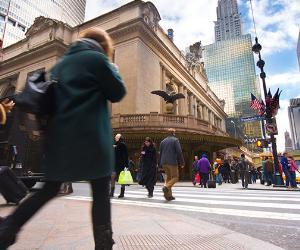 People walking in New York streets © littleny/Shutterstock.com
