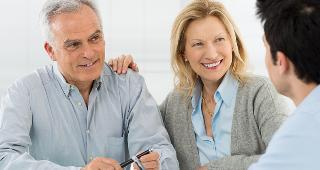 Couple with adviser © Rido/Shutterstock.com