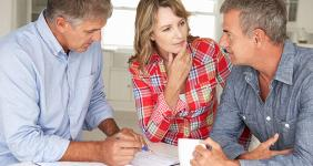 Middle-aged couple at home with adviser © Monkey Business Images/Shutterstock.com