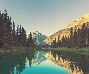 Montana mountains and lake © Galyna Andrushko/Shutterstock.com