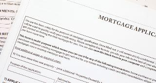Mortgage application © Sakarin Sawasdinaka/Shutterstock.com