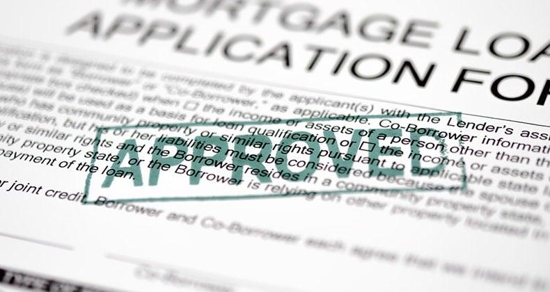 Mortgage application form approved © turhanyalcin / Fotolia.com
