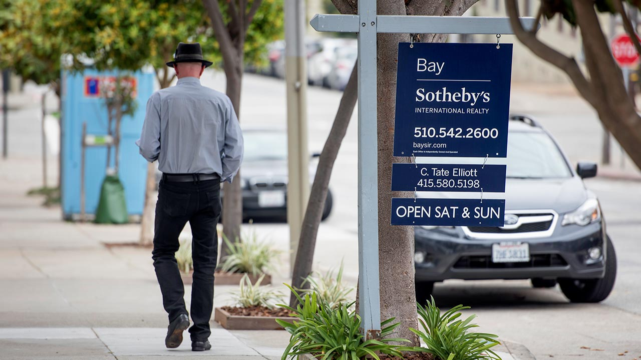Mortgage rates resume free fall as 'uncertainty' swirls